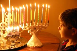child mesmerized cadlelight